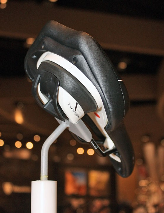 The Flex Form base on the Bontrager Nebula Plus saddle allows the shell to rock side to side for a more natural pedalling motion