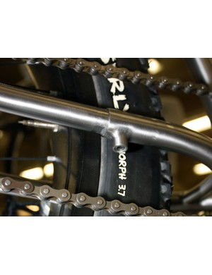 Instead of the usual sliding dropouts or eccentric bottom bracket, Black Sheep builder James Bleakley prefers these telescoping chain stays.