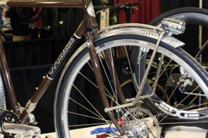 All the whiz-bang small builder features are here: the Schlumpf two-speed transmission, Schmidt dynamo front hub, E3 LED light with custom mount, Paul Components brake levers and dimpled fenders.