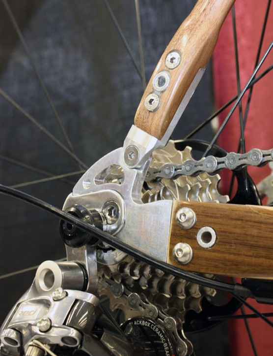 Machined aluminium dropouts are bolted to the ends of the stays.