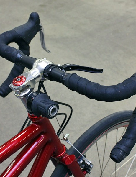The Rohloff shifter is only meant to go on a mountain bike handlebar so a custom mount built into an extra-tall headset spacer is used instead.