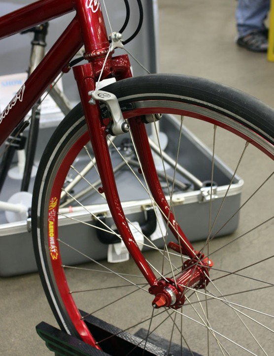 The steel fork includes braze-ons for a front rack.
