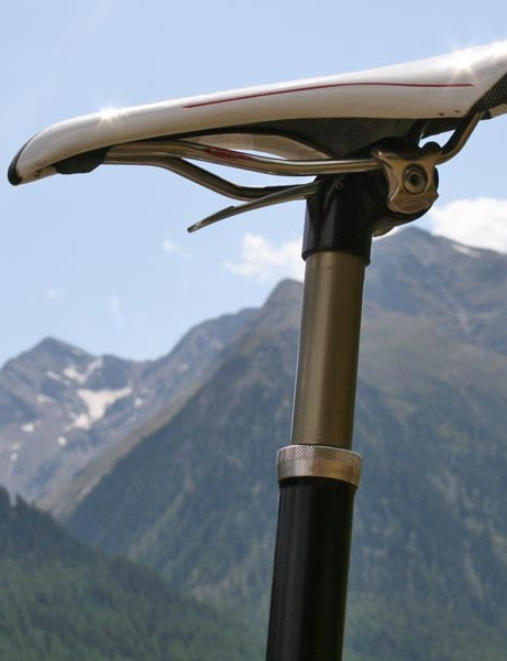 A Crank Brothers suspension seatpostcomes as standard on the top-end Granite Chief models