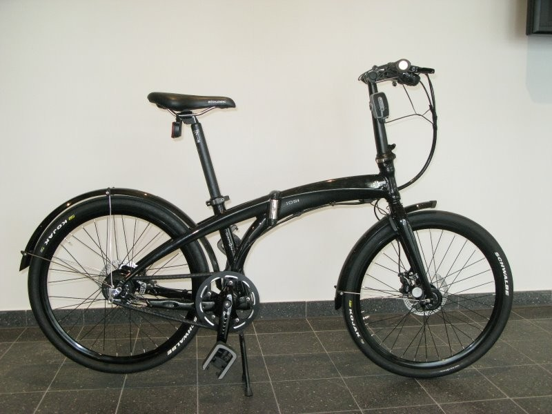 Dahon's new IOS XL has 24in wheels for a more conventional look