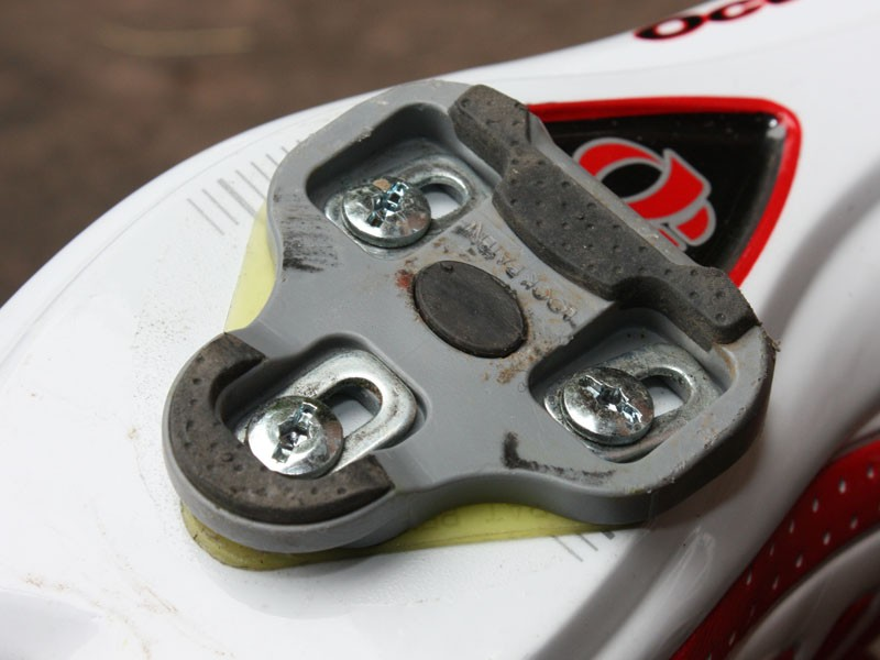 The include KéO Grip cleats provide 4.5 degrees of rotational float but careful about walking in these too much - the soft rubber pads wear quickly.