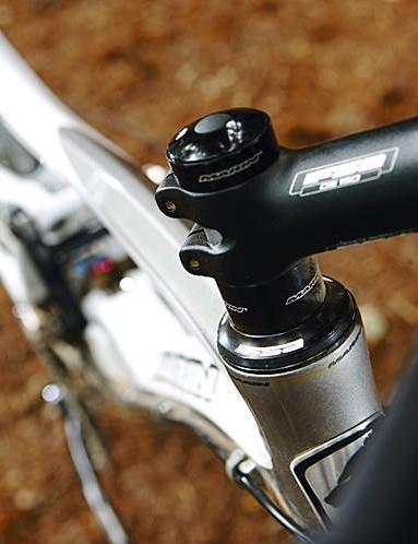 An integrated headset drops the front end to make it more of a racey climber