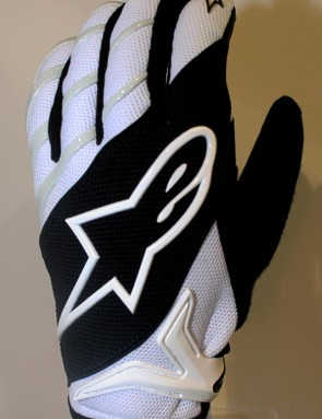 Moab glove will cost39.95 euro