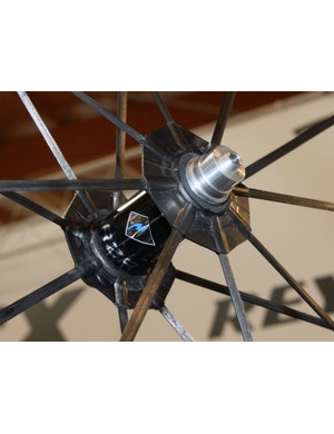 Save for the alloy axle ends and underlying bearings, everything else in this picture is carbon fibre, from the airfoil-shaped spokes to the double-walled hub shell, both spoke flanges and even the central part of the axle