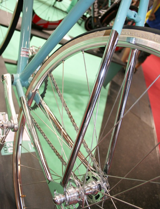 Chrome seat- and chainstays give the Condotti a classic hand-built appearance