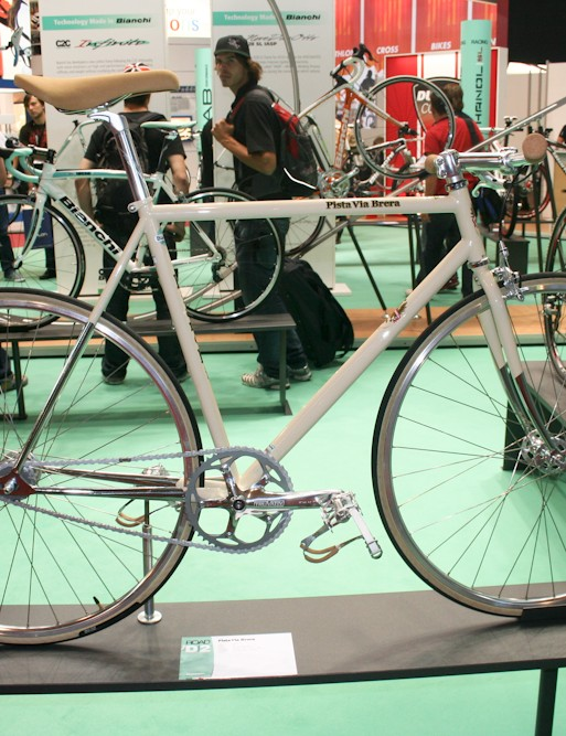 The other new old-school fixed, the flat-barred Pista Via Brera