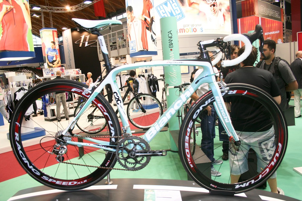 The top-of-the-range Infinito gets Campag's carbon Chorus 11-speed and deep-section Fulcrum Racing Speed XLR wheels (though Racing Zeros and Racing 5s are an option)