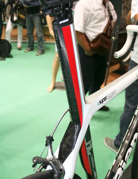 The NoveDueOtto's integrated aero-shaped seatmast