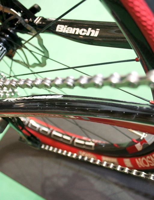 The chainstays borrow the BAT flex shape from the Infinito road machine