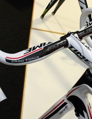 Time's Ergo Force carbon road bar features an ergonomic section up top for a more natural grip.