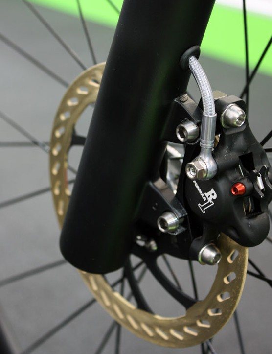 The Formula R1 hydraulic disc brake clamps down on coated alloy rotors.