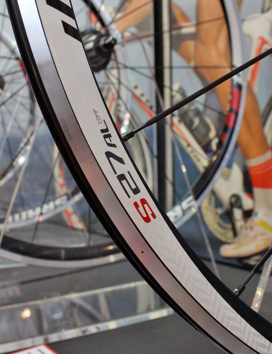 The S27 Comp rim uses a conventional V-shape and measures 27mm deep.