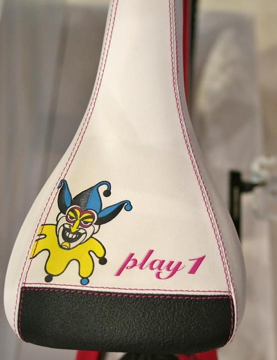 Mondraker Play 1 saddle