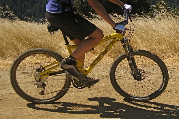 The 2010 Santa Cruz Juliana has more subtle refinements than a complete makeover.