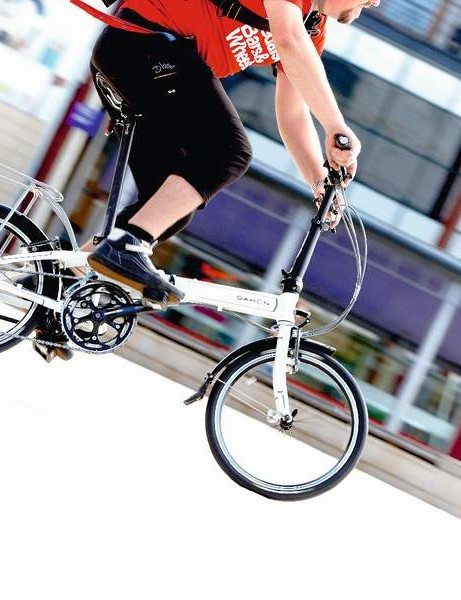 With its 18 gears, the Dahon Vitesse offers more pedal speed options than the other small-wheeled machines
