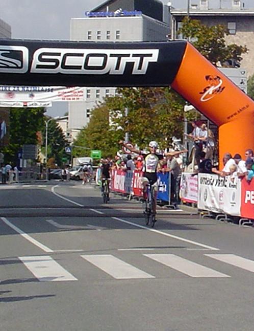 Eduard Choulet (Fra) wins the men's 21-30yr road race