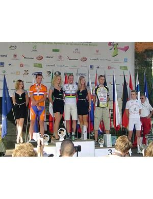 The men's 21-30yr time trial podium: Rafael Stocker (Ned, 2nd), Frederik Backelandt (Bel, 1st) and Eduard Choulet (Fra, 3rd)