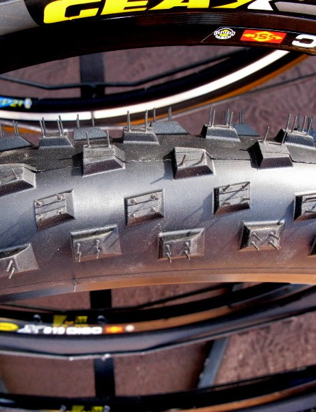Geax Synapsis is a 2.4in downhill tyre for wet conditions.