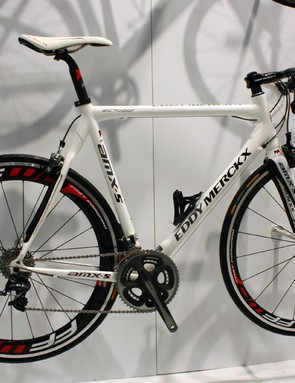 Eddy Merckx's classic scandium-tubed alloy frame thankfully continues on into 2010.