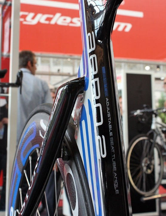 Air is apparently free to pass through the gap in between the seat tube and seat stays.