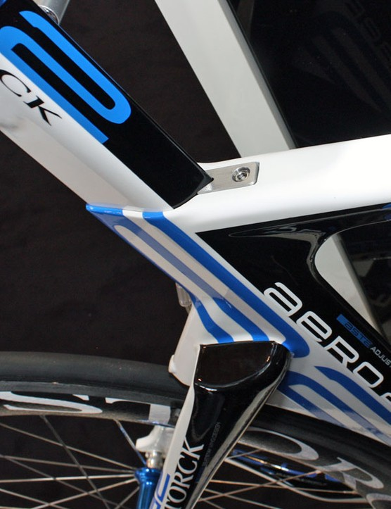The flush seatpost binder is neatly integrated into the top tube.