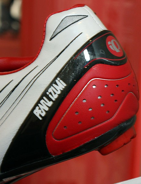 The new carbon fibre PowerBand wraps around the back of the heel for added support.