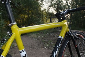 The top tube is dead-straight and isn't flattened underneath but is of a large enough diameter that it's still reasonably comfortable on your shoulder.