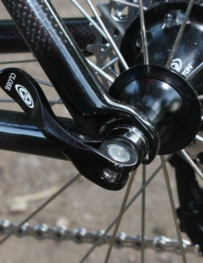 The Hakkalugi uses compression molded carbon fiber dropouts similar to those on the road-going Silk SL.