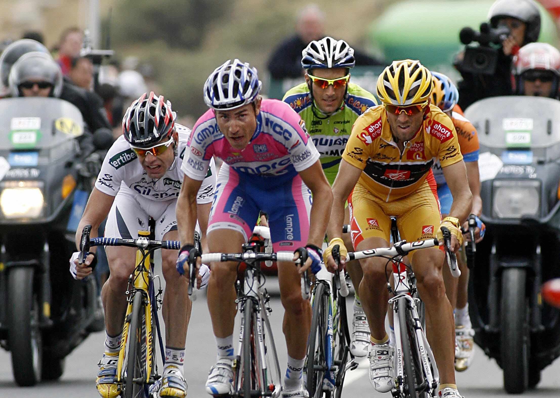 World championships road race favourites Cadel Evans (L), Damiano Cunego (C) and Alejandro Valverde (R) battle during the 2009 Tour of Spain.