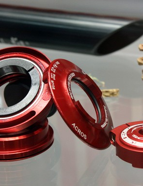 The new Acros BlockLock headset range incorporates built-in stops to prevent frame damage when using dual-crown forks.
