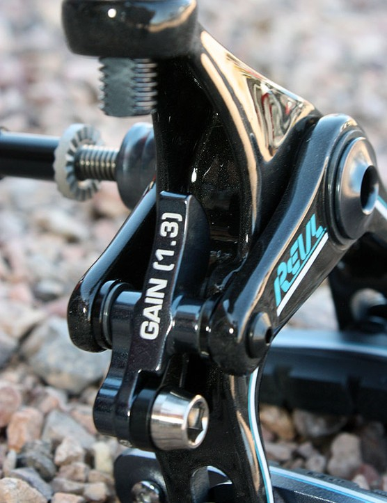 Two cams will allow for easy cross-compatibility between Shimano Dura-Ace 7900/Ultegra 6700 and other brake levers.
