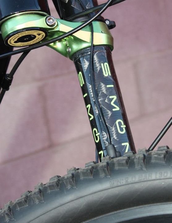 Cannondale says the Simon system is heavier than its standard internals but a complete 130mm-travel fork still only weighs about 1.8kg (4.0lb).