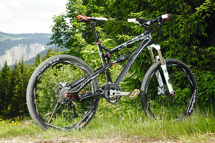 Big travel and low weight make for a high speed trail weapon