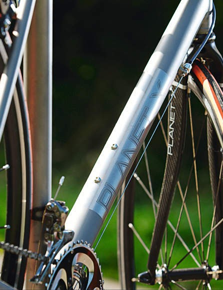 A lazy ovalised twist to the downtube means maximum overlap at the headtube and bottom bracket junctions