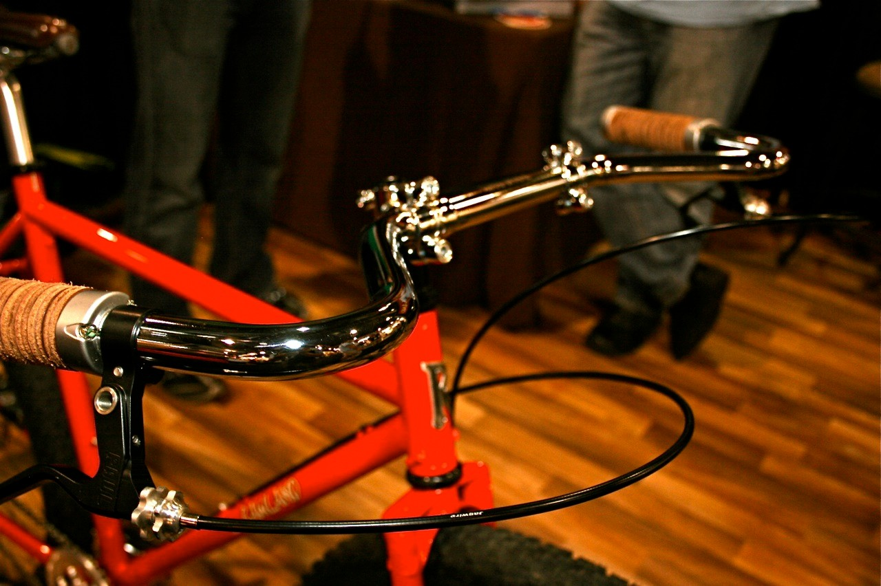 Rawland's Elgoske and Antler stem and moustache handlebar inspired by the Ritchey bullmoose bars of the early 1980s.
