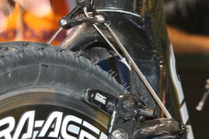 The Overdrive fork crown - and perhaps the steerer, too - looks to be aluminium, not carbon fibre.