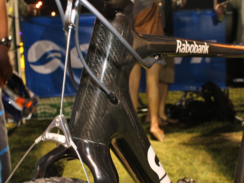 Fully internal cable routing will help maintain shifting and braking performance in adverse conditions.