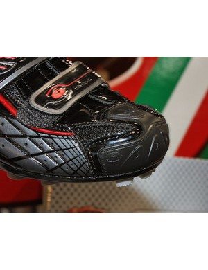 The reinforced toe should be a boon to riders living in rockier areas or 'cross racers who needs a little extra durability in this area.