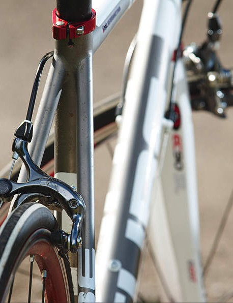 We prefer the headtube gear stop of the Lynskey than the rub prone maintube downtube position