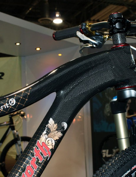 The swoopy top tube and down tube on the Enlightenment 29er mate up to a tapered head tube.