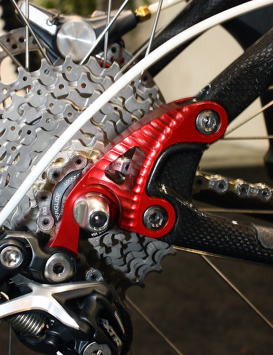 Interchangeable dropouts allow for geared, singlespeed and even belt drive drivetrains (the stays are split behind the upper mounting bolt).