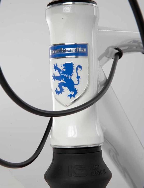 The Lambretta logo adorns the head tube