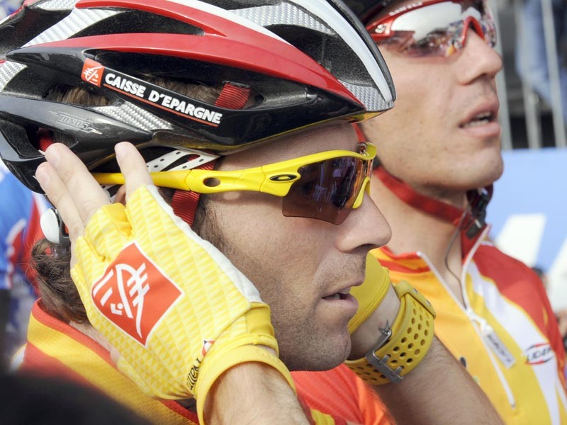 Spanish rider Alejandro Valverde adjusts his helmet as he takes part in the Elite men's world road race championships at Mendrisio on September 27, 2009