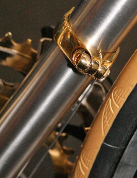 Gold front mech and 'gold' tyres on Enigma's Elle show bike