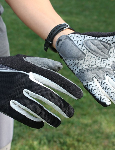 The Luna Sport Team Gloves provide a nicely minimal feel and a good, snug fit