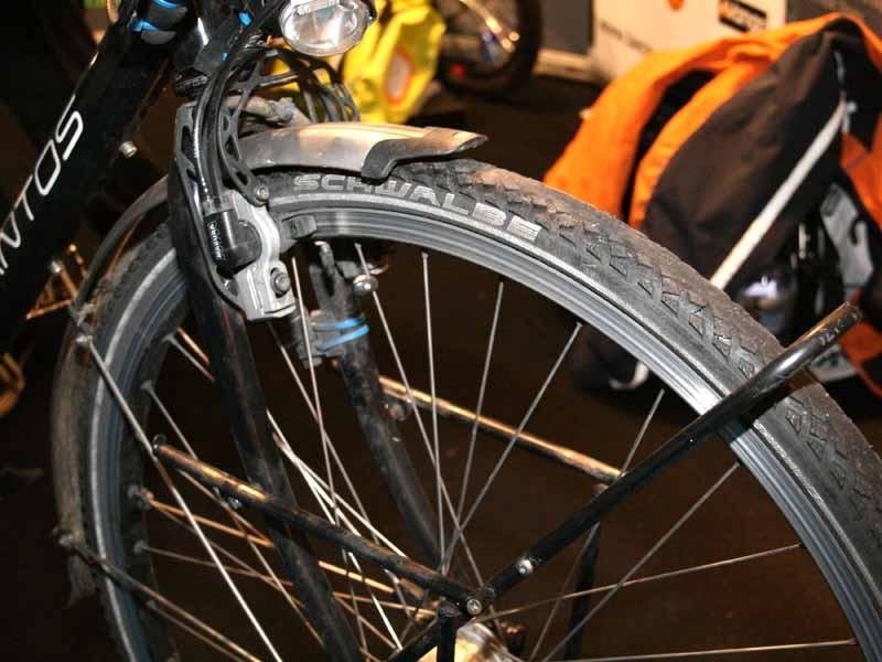 The front wheel was a 36 spoked Rigida rim built on a Schmid Son dynamo hub